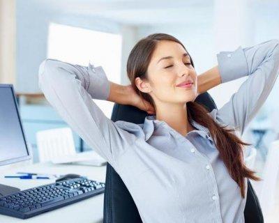 Вправи для схуднення живота сидячи на стільці - гімнастика в офісі або вдома