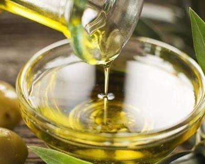 Оливкова олія для всіх типів волосся: 9 варіантів застосування