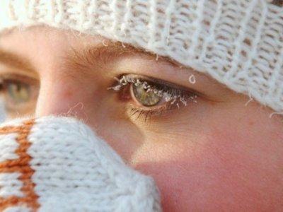 Запитали у доктора: чому сльозяться очі на вулиці
