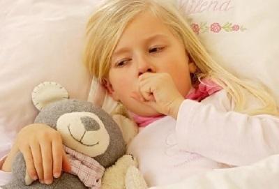 Як зупинити кашель у дитини вночі: проста інструкція, яка допоможе швидко зняти напад