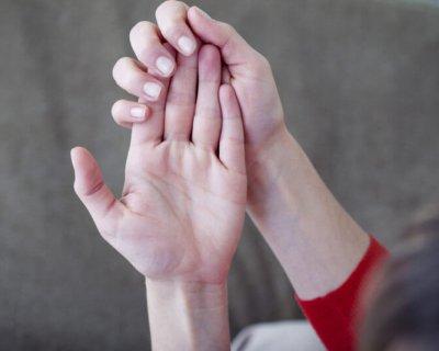 Чому у жінки постійно холодні руки, ноги, ніс (і які можуть бути наслідки)