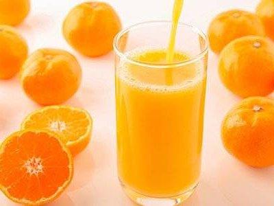 Мало цукру і багато вітаміну С: в чому користь свіжовичавленого апельсинового соку (дізналися у експерта)