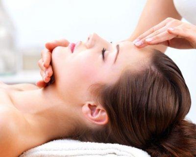 Чому шкіра обличчя точно не розтягнеться від масажу