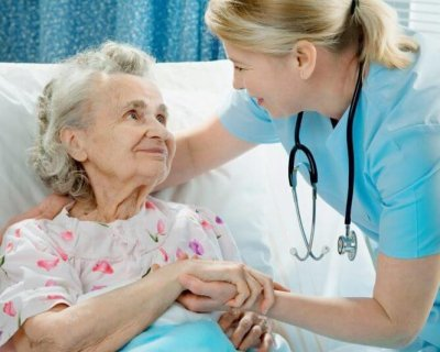 Как лечить пролежни у лежачих больных?