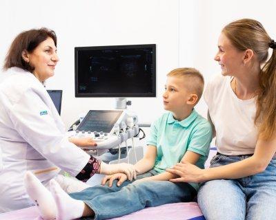 10 питань ортопеду: як часто носити шпильки, чи можна хрустіти пальцями і купувати дитині ходунки